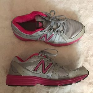 New Balance women's 421 running sneakers